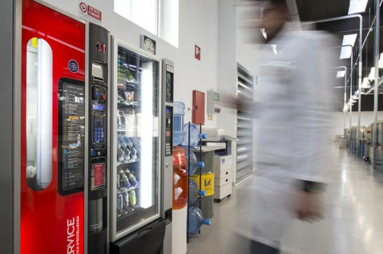 Distributori automatici cibi e bevande (4)